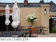 Купить «Летнее кафе в средиземноморском стиле, стол на переднем плане», фото № 3601214, снято 19 октября 2018 г. (c) SummeRain / Фотобанк Лори