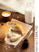 Хлебный каравай, варенье и молоко. Стоковое фото, фотограф Gerasimova Inga / Фотобанк Лори