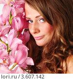 Купить «Портрет русоволосой девушки с розовой орхидеей», фото № 3607142, снято 22 марта 2010 г. (c) Иван Михайлов / Фотобанк Лори