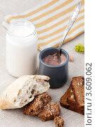 Хлеб, шоколадный крем и молоко. Стоковое фото, фотограф Gerasimova Inga / Фотобанк Лори