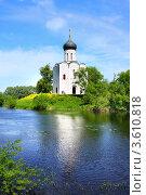 Купить «Церковь Покрова на Нерли», фото № 3610818, снято 7 июня 2011 г. (c) ElenArt / Фотобанк Лори