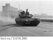 Танк Т-80Д, Белый дом, 3 октября 1993. Стоковое фото, фотограф Михеев Алексей / Фотобанк Лори
