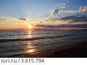 Купить «Красивый закат на пляже», фото № 3615794, снято 8 октября 2010 г. (c) Александр Скопинцев / Фотобанк Лори