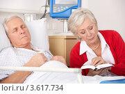 Купить «Жена читает книгу уснувшему в больничной койке мужу», фото № 3617734, снято 13 декабря 2011 г. (c) Monkey Business Images / Фотобанк Лори