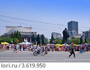 Новосибирский Городской Театр Оперы и Балета.  День города в Новосибирске (2012 год). Редакционное фото, фотограф Anna Bukharina / Фотобанк Лори