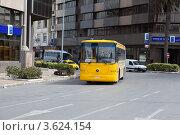 Общественный пассажирский автобус в городе Тунис (2012 год). Редакционное фото, фотограф Кекяляйнен Андрей / Фотобанк Лори