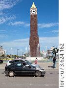Башня Big Ben с часами и фонтаном в центре в городе Тунис (2012 год). Редакционное фото, фотограф Кекяляйнен Андрей / Фотобанк Лори