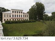 Купить «Углич. Дом губернатора, или здание городской думы», эксклюзивное фото № 3629734, снято 11 июня 2012 г. (c) Дмитрий Неумоин / Фотобанк Лори