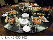 Купить «Роскошный фуршетный стол с холодными закусками», фото № 3633962, снято 16 декабря 2010 г. (c) Losevsky Pavel / Фотобанк Лори