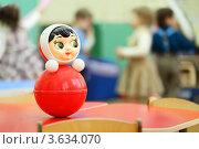 Купить «Игрушка-неваляшка на фоне играющих детей в детском саду», фото № 3634070, снято 5 марта 2011 г. (c) Losevsky Pavel / Фотобанк Лори