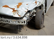 Купить «Фрагмент разбитого автомобиля», фото № 3634898, снято 13 мая 2011 г. (c) Losevsky Pavel / Фотобанк Лори