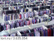 Купить «Зал большого супермаркета одежды», фото № 3635054, снято 26 марта 2011 г. (c) Losevsky Pavel / Фотобанк Лори