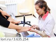 Купить «Девушка делает педикюр в салоне красоты», фото № 3635254, снято 18 мая 2011 г. (c) Losevsky Pavel / Фотобанк Лори
