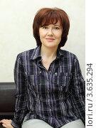 Купить «Портрет красивой улыбающейся женщины в тёмной клетчатой рубашке», фото № 3635294, снято 18 мая 2011 г. (c) Losevsky Pavel / Фотобанк Лори