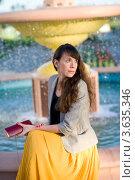 Девушка у фонтана. Стоковое фото, фотограф Юрий Горид / Фотобанк Лори