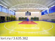 Купить «Интерьер спортивного зала с баскетбольной площадкой», фото № 3635382, снято 4 ноября 2010 г. (c) Losevsky Pavel / Фотобанк Лори