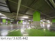 Купить «Подземный гараж в торговом центре без автомобилей», фото № 3635442, снято 5 ноября 2010 г. (c) Losevsky Pavel / Фотобанк Лори