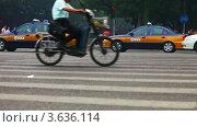 Проезжая часть в Пекине (2012 год). Редакционное видео, видеограф Гурьянов Андрей / Фотобанк Лори
