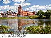 Панорама кремля в Коломне и его отражение в реке Коломенке, фото № 3636386, снято 30 июня 2012 г. (c) Наталья Волкова / Фотобанк Лори