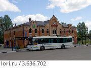 Купить «Автовокзал города Электрогорска, Московская область», эксклюзивное фото № 3636702, снято 30 июня 2012 г. (c) Иван Марчук / Фотобанк Лори