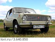 Купить «Автомобиль ВАЗ 2101», фото № 3640850, снято 1 июля 2012 г. (c) АЛЕКСАНДР МИХЕИЧЕВ / Фотобанк Лори