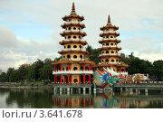 Купить «Пагоды Тигр и Драко в городе Гаосюн, Тайвань», фото № 3641678, снято 30 мая 2012 г. (c) Валерий Шанин / Фотобанк Лори
