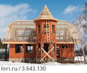 Деревянная конструкция каркаса крыши для металлочерепицы. Стоковое фото, фотограф Денис Неклюдов / Фотобанк Лори