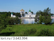 Купить «Ипатьевский монастырь в Костроме», фото № 3643994, снято 10 июня 2012 г. (c) ElenArt / Фотобанк Лори