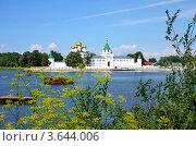 Купить «Ипатьевский монастырь в городе Костроме», фото № 3644006, снято 14 июля 2011 г. (c) ElenArt / Фотобанк Лори