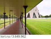 Купить «Проход к Останкинской башню», фото № 3649962, снято 17 июня 2012 г. (c) Светлана Кузнецова / Фотобанк Лори
