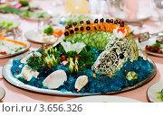 Купить «Жареная рыба на праздничном столе», фото № 3656326, снято 20 августа 2011 г. (c) Татьяна Макотра / Фотобанк Лори
