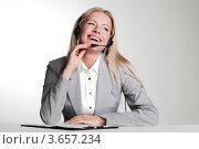 Купить «Деловая  женщина делает  записи в блокноте», фото № 3657234, снято 18 июля 2011 г. (c) Иван Михайлов / Фотобанк Лори