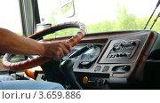 Купить «Водитель автобуса за рулем, таймлапс», видеоролик № 3659886, снято 5 июля 2012 г. (c) Михаил Коханчиков / Фотобанк Лори