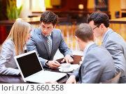 Купить «Совещание бизнесменов в офисе», фото № 3660558, снято 6 апреля 2012 г. (c) Raev Denis / Фотобанк Лори