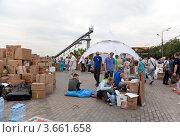 Купить «Пункт сбора гуманитарной помощи для пострадавших от наводнения на Кубани», эксклюзивное фото № 3661658, снято 11 июля 2012 г. (c) Наталья Волкова / Фотобанк Лори