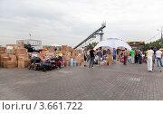 Купить «Пункт сбора гуманитарной помощи для пострадавших от наводнения на Кубани», эксклюзивное фото № 3661722, снято 11 июля 2012 г. (c) Наталья Волкова / Фотобанк Лори