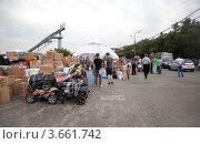 Купить «Пункт сбора гуманитарной помощи для пострадавших от наводнения на Кубани», эксклюзивное фото № 3661742, снято 11 июля 2012 г. (c) Наталья Волкова / Фотобанк Лори