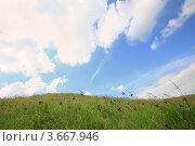 Купить «Зеленый луг и небо», фото № 3667946, снято 22 мая 2010 г. (c) Эдуард Стельмах / Фотобанк Лори