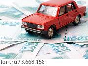 Купить «Игрушечный автомобиль на фоне денег», фото № 3668158, снято 16 августа 2010 г. (c) Денис Дряшкин / Фотобанк Лори