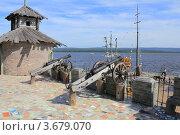 Крепость с пушками в стиле Средневековья на берегу озера Зюраткуль. Редакционное фото, фотограф Павел / Фотобанк Лори