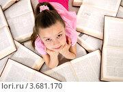 Купить «Девочка среди множества книг», фото № 3681170, снято 29 января 2012 г. (c) Великова Ирина Николаевна / Фотобанк Лори