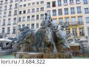Купить «Фонтан Бартольди (1892) на площади Терро в исторической части Лиона (объект ЮНЕСКО), Франция», фото № 3684322, снято 10 июля 2012 г. (c) Иван Марчук / Фотобанк Лори