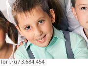 Купить «Улыбающийся школьник с друзьями», фото № 3684454, снято 18 августа 2011 г. (c) Великова Ирина Николаевна / Фотобанк Лори