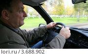 Купить «Мужчина ведет машину», видеоролик № 3688902, снято 15 марта 2010 г. (c) Losevsky Pavel / Фотобанк Лори