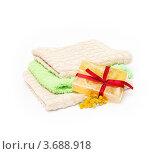 Подарочное мыло, полотенца и цветы. Стоковое фото, фотограф Григорий Иваньков / Фотобанк Лори