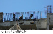 Купить «Строители работают на стройке», видеоролик № 3689634, снято 15 мая 2010 г. (c) Losevsky Pavel / Фотобанк Лори