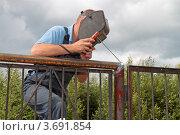 Купить «Сварщик», эксклюзивное фото № 3691854, снято 22 июля 2012 г. (c) Сергей Соболев / Фотобанк Лори