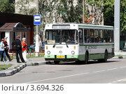 Купить «Балашиха, рейсовый автобус», эксклюзивное фото № 3694326, снято 12 августа 2011 г. (c) Дмитрий Неумоин / Фотобанк Лори