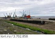 Купить «Морской порт в Дудинке. В порту океанское судно», фото № 3702858, снято 10 июля 2012 г. (c) Татьяна Рылеева / Фотобанк Лори