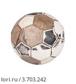 Старый футбольный мяч на белом фоне. Стоковое фото, фотограф Константин Примачук / Фотобанк Лори